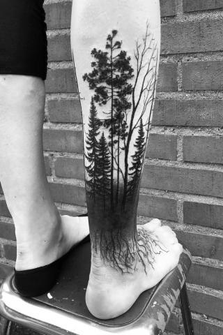 Drzewa tatuaż noga
