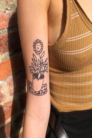 Kwiatek w doniczce tatuaż