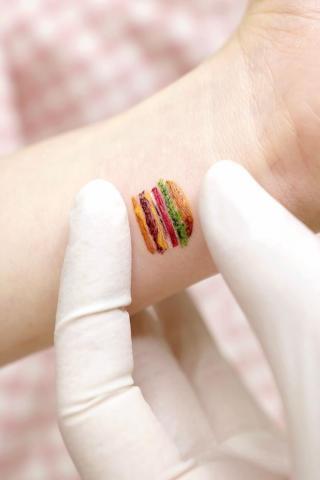 Mały hamburger tatuaż