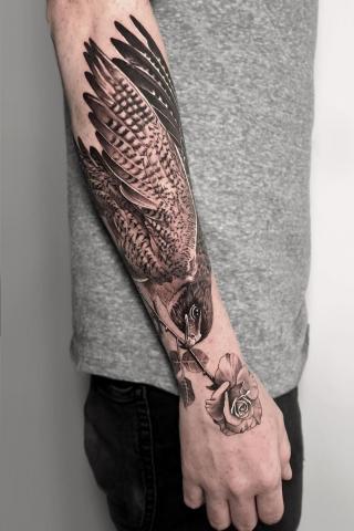 Męski tatuaż orzeł na ręce