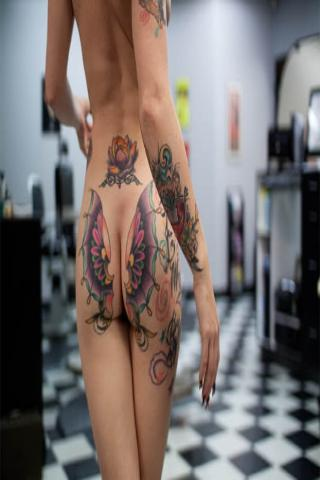motyl na pośladkach tatuaż