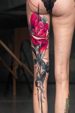 Róża na nodze