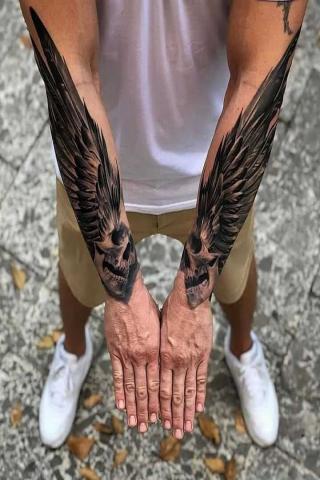 Skrzydła na dwóch rękach tatuaż