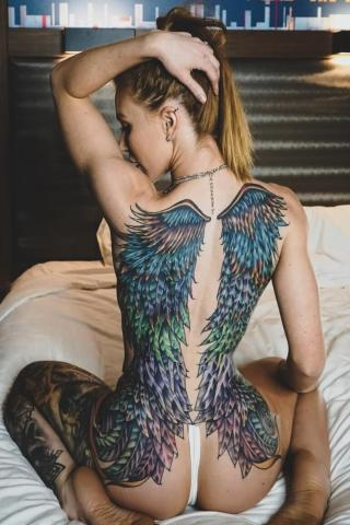 Skrzydła tatuaż na całych plecach damski