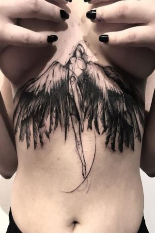 Skrzydlaty anioł damski tatuaż