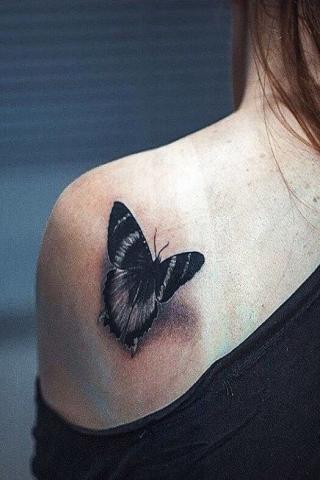 Tatuaż damski motyl wzór