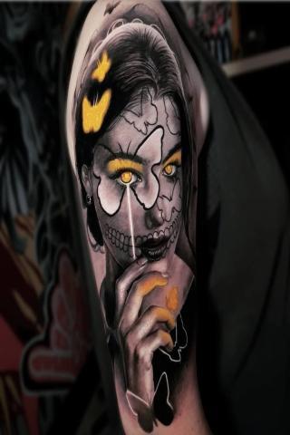 Tatuaż kobieta motyl