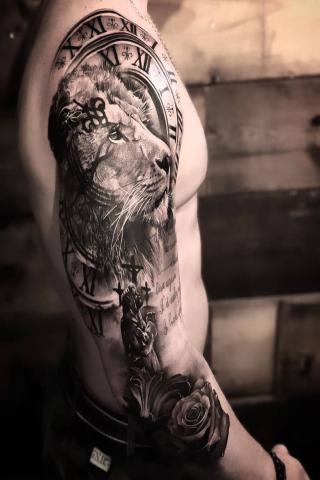 Tatuaż lew i zegar