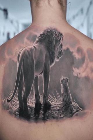 Tatuaż lwy na plecach