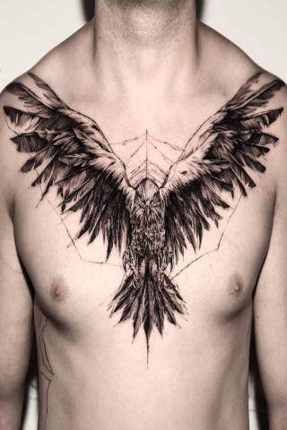 Tatuaż orzeł na klatce piersiowej