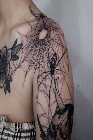 Tatuaż pajęczyna i pająki