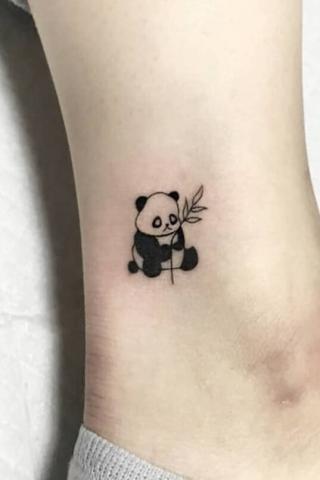 tatuaż panda na kostce