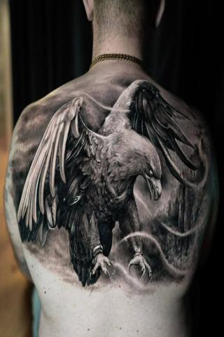 Tatuaż ptak orzeł całe plecy