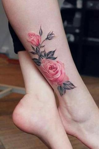 Tatuaż róże na łydce