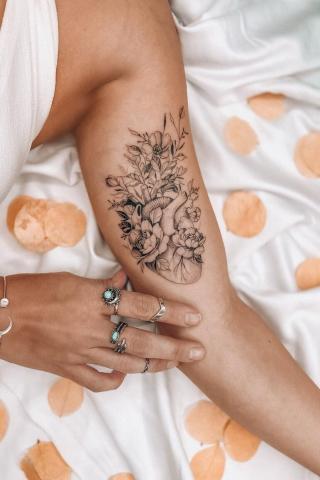 Tatuaż serce kwitnące