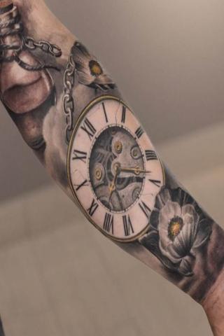 tatuaż zegar przedramie