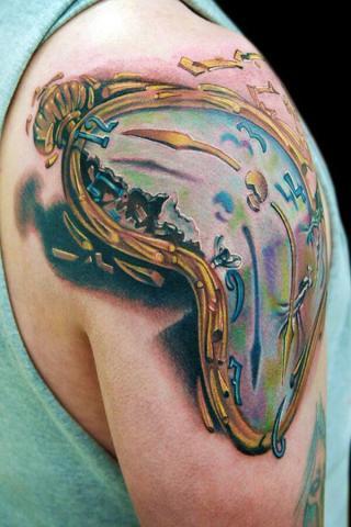 tatuaż zegar ramię