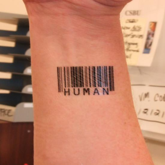 kod kreskowy tatuaż