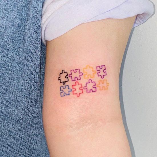 Kolorowe puzle tatuaż