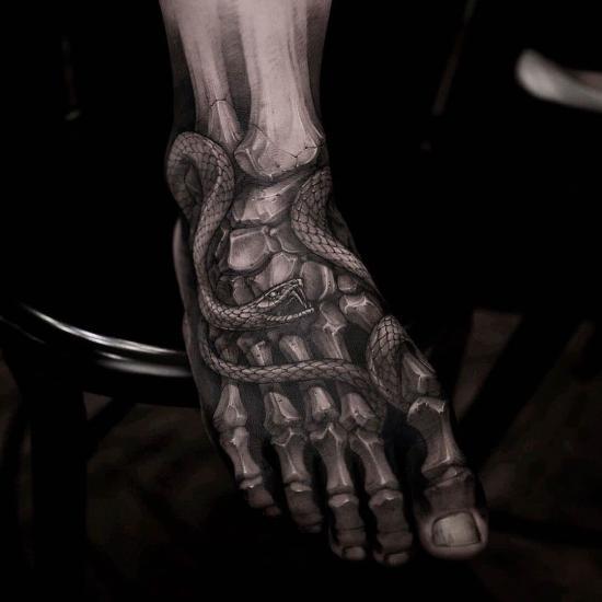 Noga i stopa tatuaż