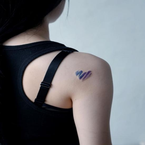 Ramię malutki tatuaż