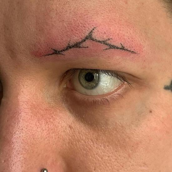 Tatuaż brwi damski
