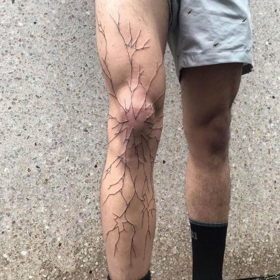 Tatuaż na całej nodze męski