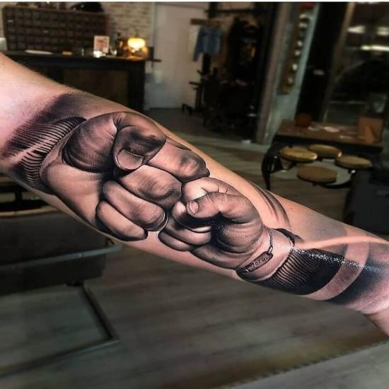 Tatuaż przywitanie żółwik