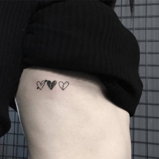 Trzy serduszka tatuaż