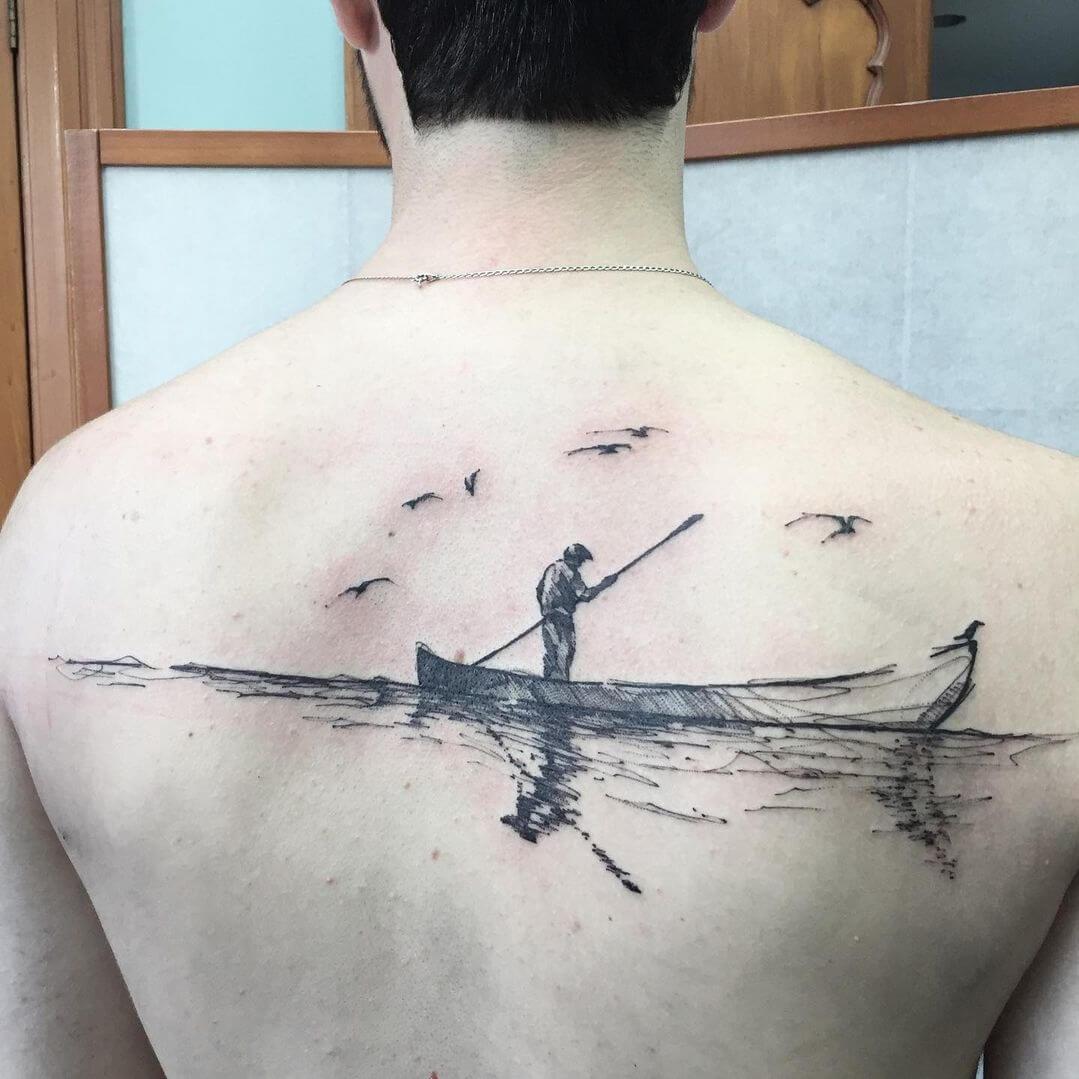 Tatuaż łódka na plecach