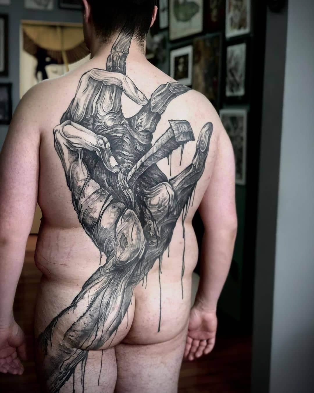 Ukrzyżowany tatuaż